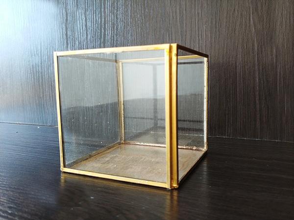 Gold – Cube Box Glass Detail Medium