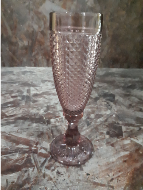 PLUM CHAMPAGNE GLASS